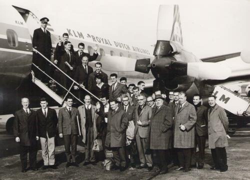 De mannen van Willem II op weg naar Manchester. Voor veel spelers was het de eerste keer dat ze vlogen.